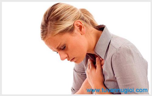 Mụn mọc ở lưỡi và môi là bị bệnh gì